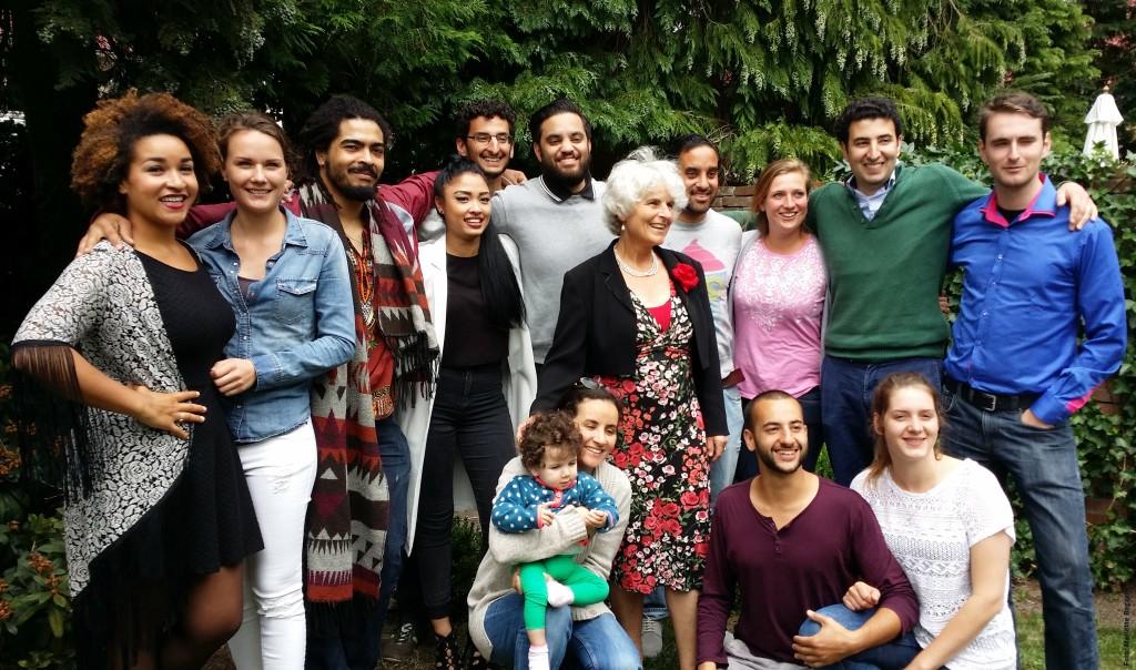 Llewellyn te midden van haar neefjes en nichtjes